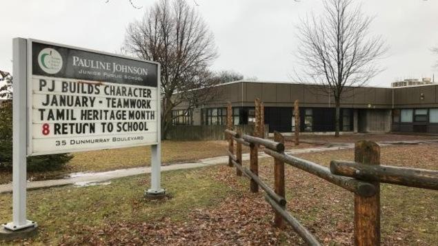 Une jeune fille se rendant à l'école Pauline Johnson Public Junior a été attaquée par un homme, qui aurait à l'aide de ciseau coupé son hidjab.
