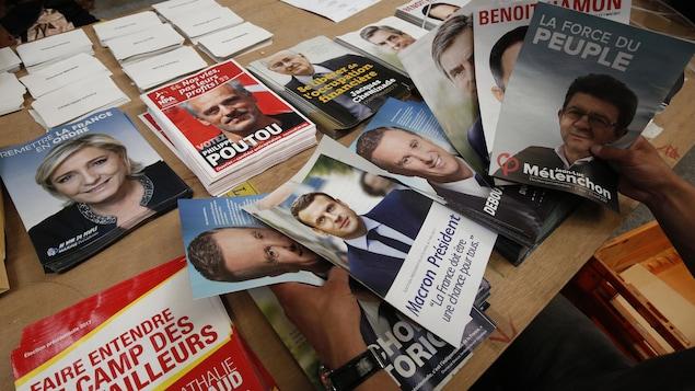 Des affiches montrant les différents candidats à l'élection présidentielle en France.