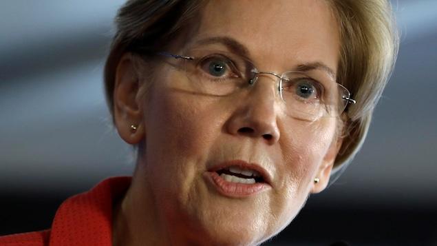 Elizabeth Warren, de face, en plan rapproché