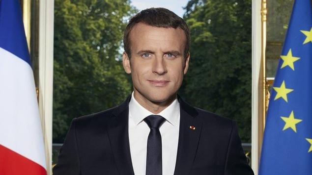 Le portrait officiel d'Emmanuel Macron détourné sur Twitter