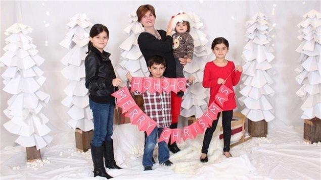 Alison Azer et ses quatre enfants.
