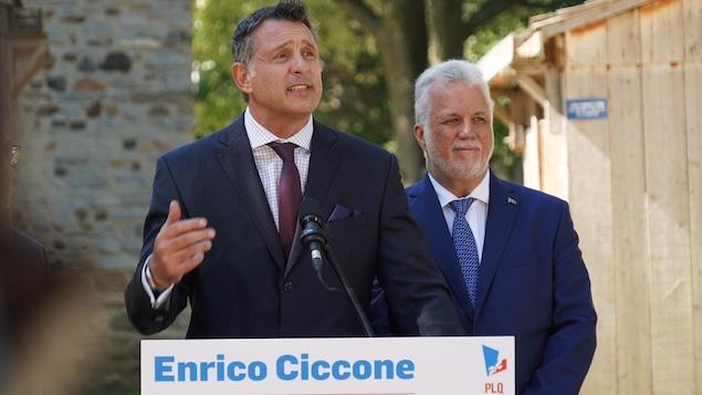 Enrico Ciccone parle dans un micro.