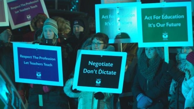 Les enseignants qui ont manifesté devant le Sportsplex de Dartmouth lundi soir espéraient que Justin Trudeau discute de leur conflit de travail avec le premier ministre Stephen McNeil.