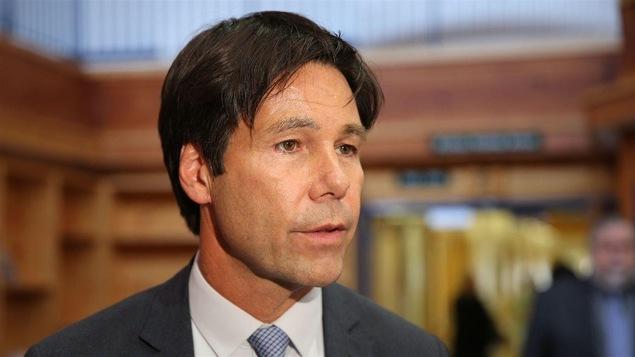 Le ministre de la Santé de l'Ontario, Eric Hoskins.