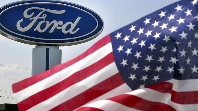 Un logo de Ford avec un drapeau américain