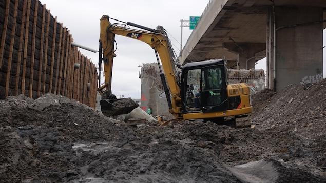 Travaux d'excavation sur le site de l'échangeur Turcot