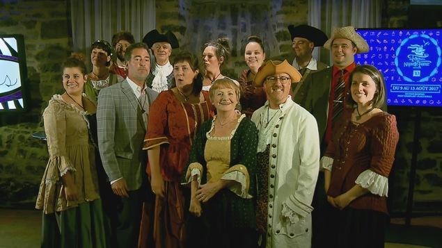 Participants des Fêtes de la Nouvelle-France en costume d'époque