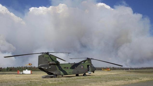 Un hélicoptère des Forces armées canadiennes qui fait partie de l'opération LENTUS