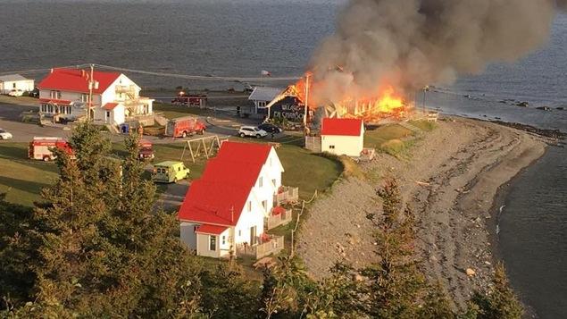 Bâtiment en flamme