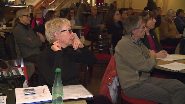 Régine Hornstein et d'autres propriétaires montréalais lors de l'atelier sur l'évaluation foncière