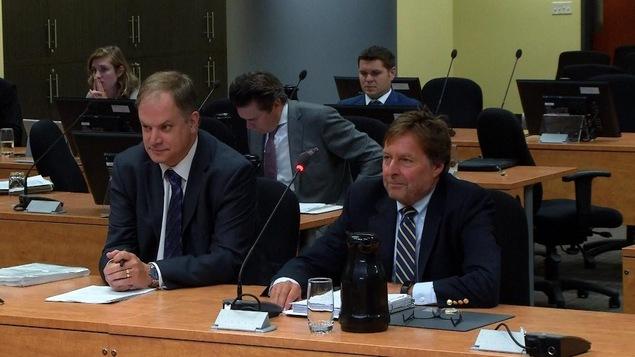 Le président de la FPJQ, Stéphane Giroux (à g.), et Me Mark Bantey à la reprise des travaux de la commission Chamberland