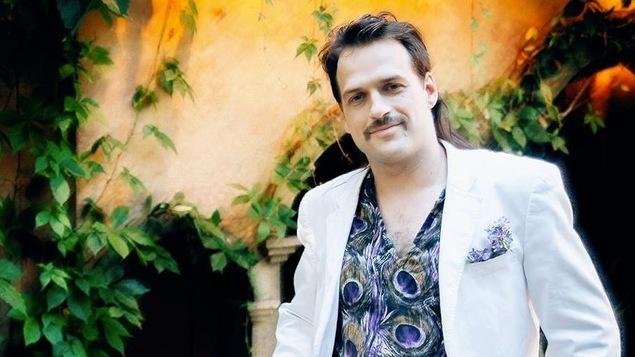 Le chanteur Gab Paquet