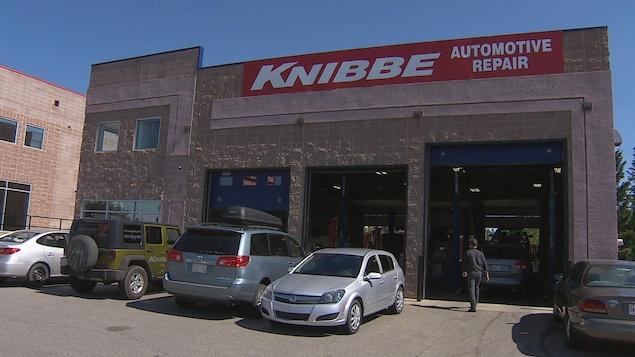 La devanture du garage Knibee à Calgary