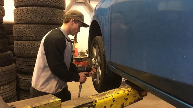 Quel est le moment id al pour installer ses pneus d 39 hiver for Garage changement de pneu