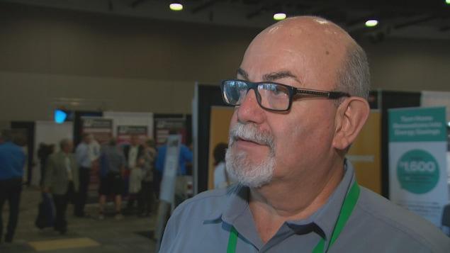 Gary McNamara donne une entrevue à Radio-Canada.