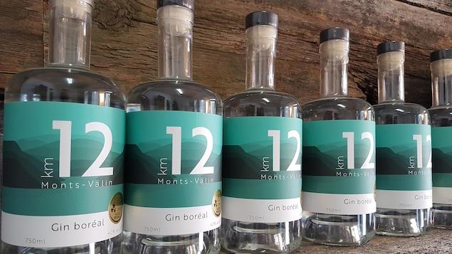 Des bouteilles du gin Km12