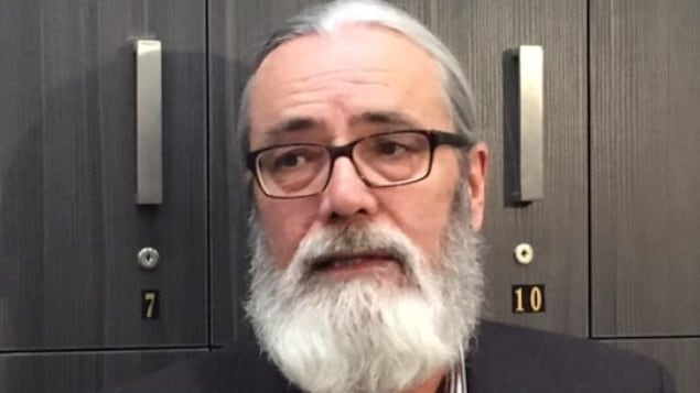 Un professeur de droit de l'Université de la Saskatchewan, Glen Luther