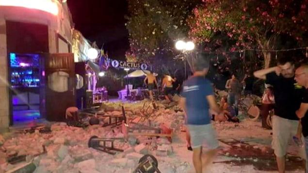 Deux morts, des blessés dans un puissant séisme en mer Egée