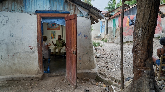 Eder Romeus, dans sa résidence de Jacmel, en Haïti