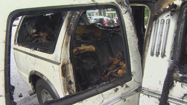 Les restes calcinés des sièges de la limousine