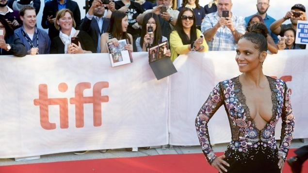Halle Berry sur le tapis rouge au TIFF