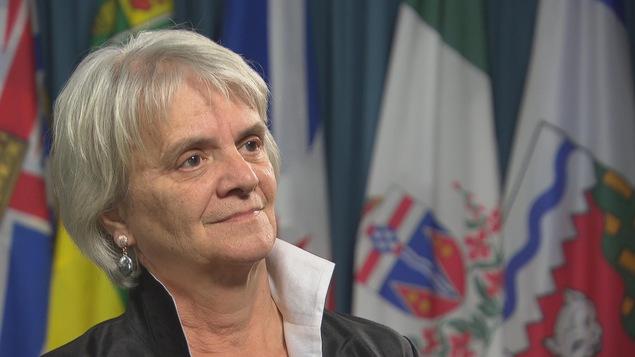La députée néo-démocrate de Laurier-Sainte-Marie, Hélène Laverdière, répond à une question d'un journaliste.