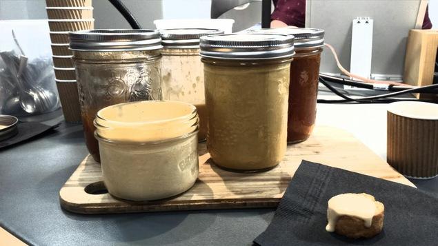 Bisque et bouillon de homard préparé par le chef Charles Pariseau de Sherbrooke