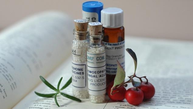 Des flacons de produits homéopathiques