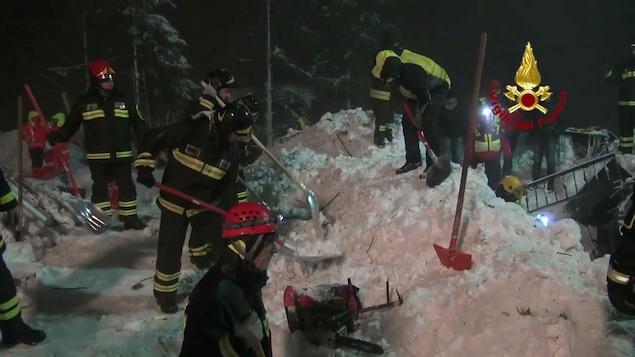 Italie : trois nouveaux corps extraits de l'hôtel enseveli par une avalanche