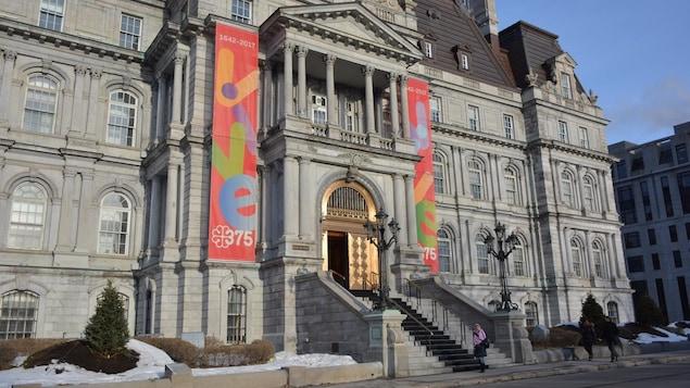 L'hôtel de ville de Montréal, en hiver