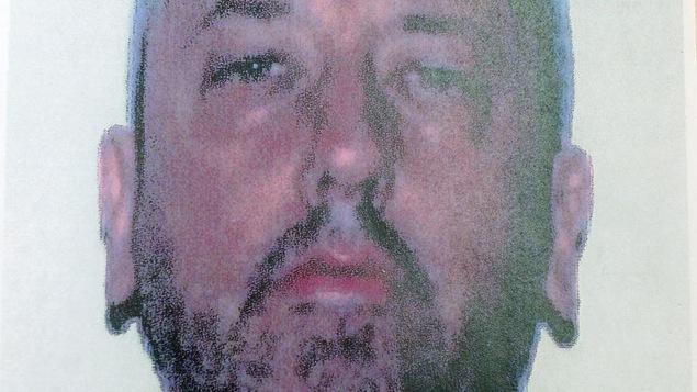 Hugo Bernard fait face à 19 chefs d'accusation liés à la possession d'armes prohibées.