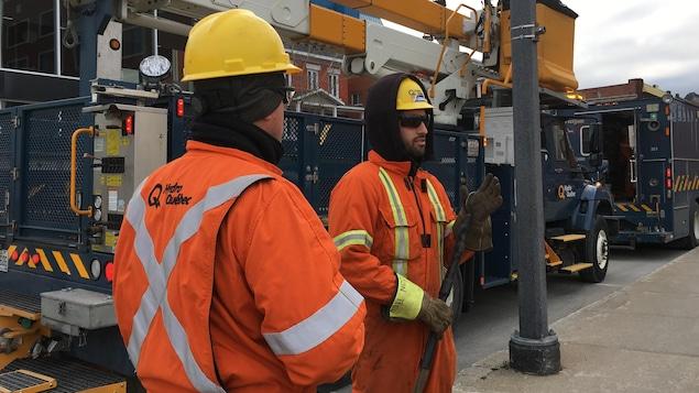 Des équipes d'Hydro-Québec au travail rue des Forges, à Trois-Rivières