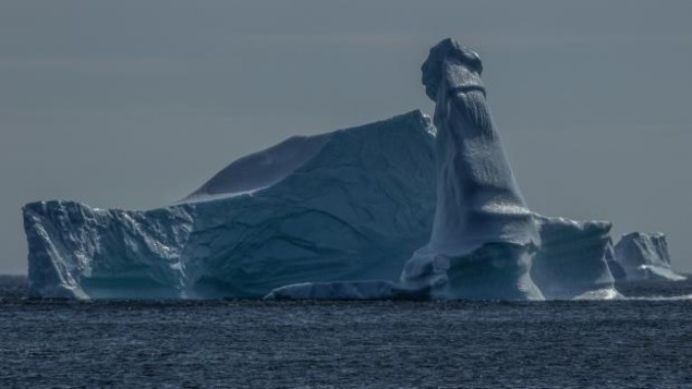 Un iceberg à forme phallique.