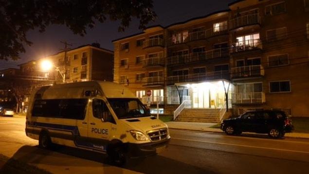 Un incendie dans un immeuble à logements de la rue Victoria, près de la 34e avenue dans l'arrondissement Lachine, à Montréal, a fait une victime le 21 août en soirée.
