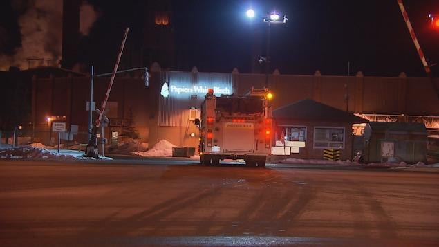 Une cinquantaine de pompiers de Québec ont été dépêchés sur place.