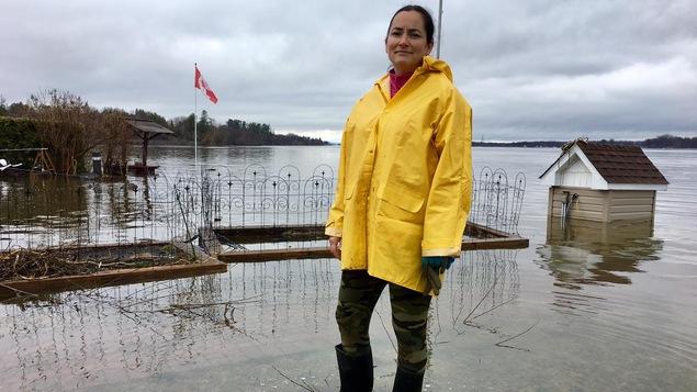 Geneviève Landry, les pieds dans l'eau
