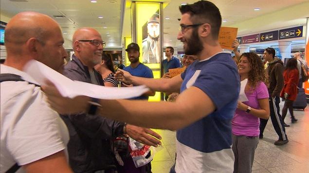Des Canadiens accueillis à leur retour de vacances soleil perturbées par le passage d'Irma