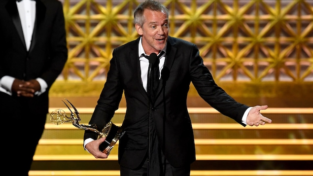 Le détail très politique de la tenue d'Elisabeth Moss — Emmy Awards