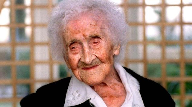 La Française Jeanne Calment est morte à l'âge de 122 ans, en 1997. Sur la photo, elle est âgée de 121 ans.