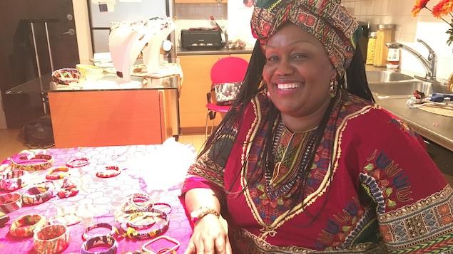 Jeanne Zita à sa table de cuisine.