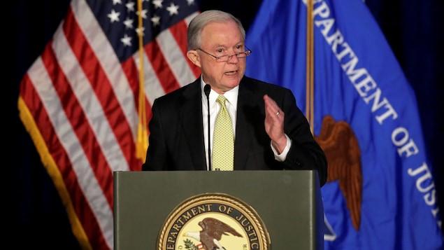 Le procureur général des États-Unis, Jeff Sessions, veut colmater les fuites de matériel classifié.