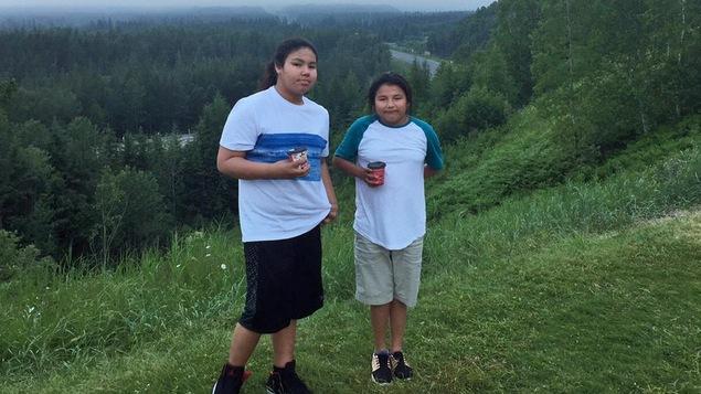 Un portrait de deux adolescentes
