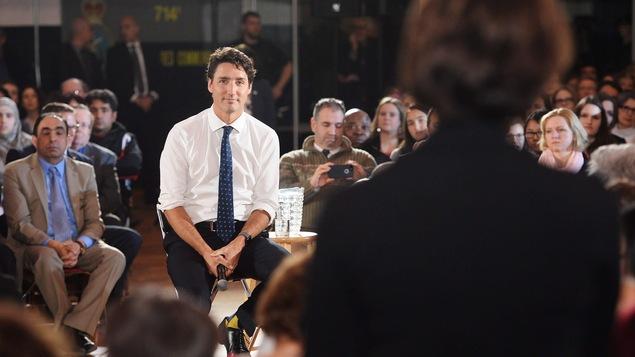 Justin Trudeau répond à la question d'une citoyenne à Sherbrooke