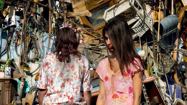 Deux actrices qui jouent le rôle de zombies