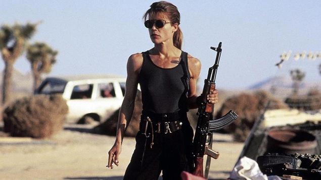 Linda Hamilton dans une scène du film « Terminateur 2 : le jugement dernier »