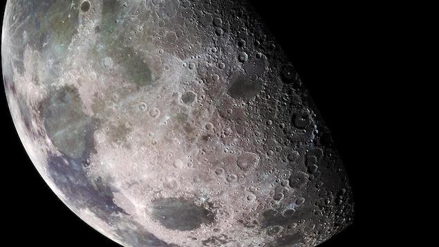La surface de la Lune telle qu'observée par la sonde Galileo en 1992.