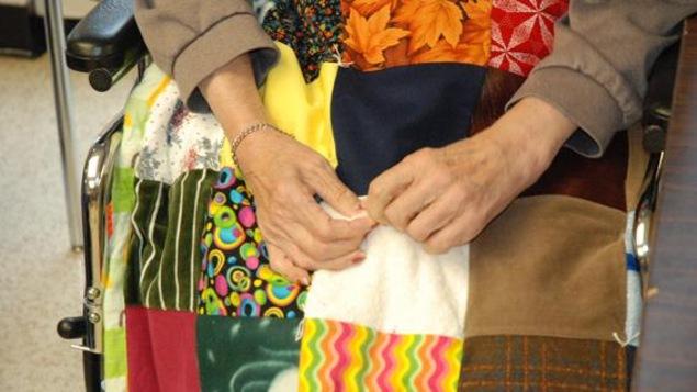En plus des divers groupes communautaires et des églises, vingt-sept écoles au Manitoba ont déjà participé au projet «Touch Quilt».