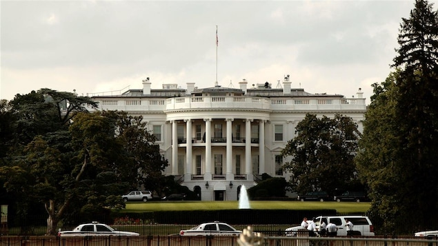 Un homme arrêté sur le terrain de la Maison-Blanche
