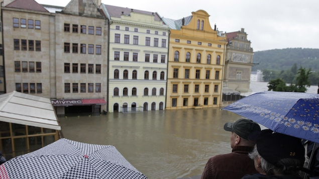 Des maisons près de la rivière Vitava, à Prague, en République tchèque