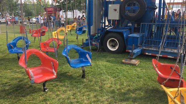Le manège de type « chaises volantes » dans lequel l'accident impliquant une jeune fille de 12 ans est survenu à Lac-Mégantic.